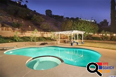 House for Sale in Glendale with the pool