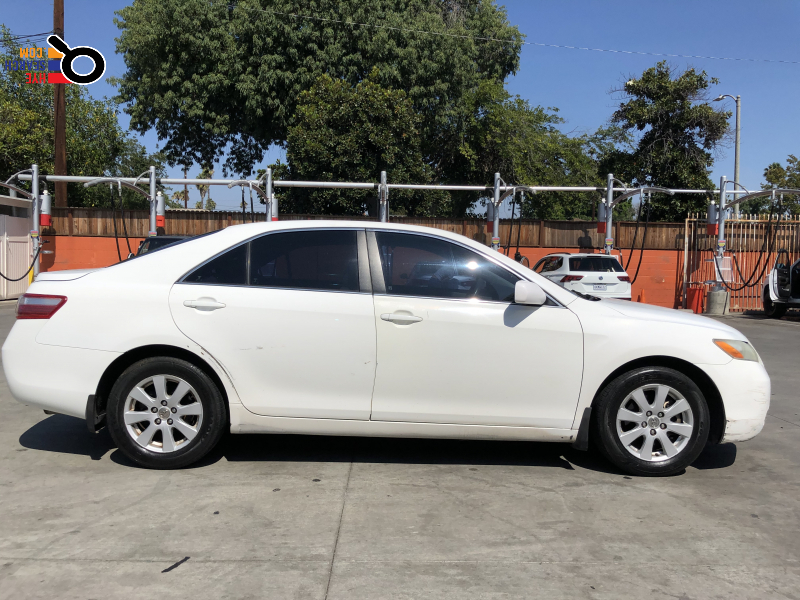 Nice car in excellent condition in Glendale, CA