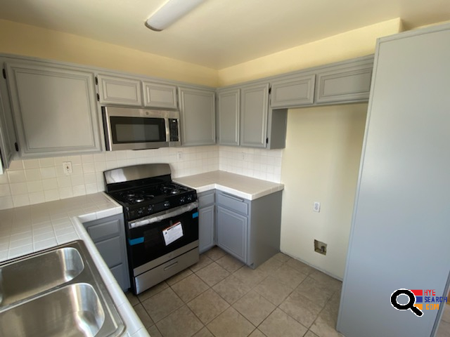 GORGEOUS TOWNHOUSE, GARAGE, CENTRAL AC, BALCONY, STAINLESS APPLIANCES  in Van Nuys, CA